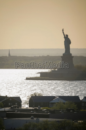 liberty statue at day