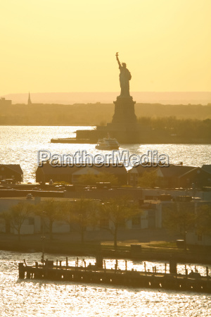 statue of liberty on sunny day