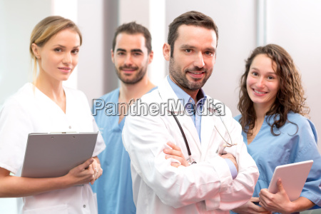 medical team arbeitet im krankenhaus alle
