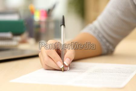 frau handschrift oder die unterzeichnung eines