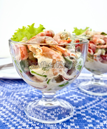 salad with shrimp and tomatoes in