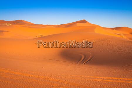 sanddünen, in, der, sahara-wüste, merzouga, marokko - 16077847
