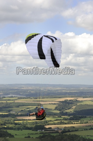 france bretagne finistere paraglider up in