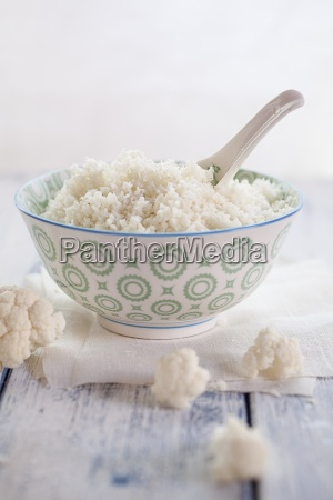 bowl of cauliflower rice and cauliflower