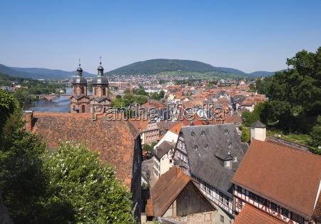 deutschlandblick auf miltenberg mit kirchtuerme von