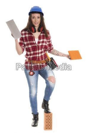 weiblicher handwerker mit maurerkelle