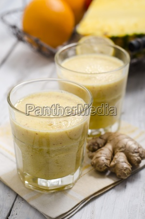 two glasses of apple pineapple smoothie