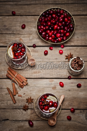 glasses of cranberry juice with fresh