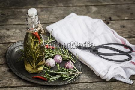 rosemary oil in bottle garlic rosmary