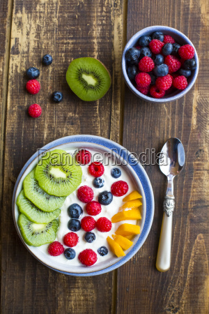 bowl with yogurt and blueberries kiwi