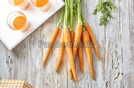 carrots and three glasses of carrot