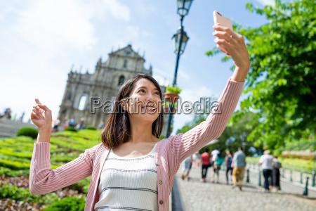 woman taking selfie with stpaul church