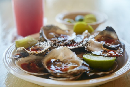 oysters with spicy sauce