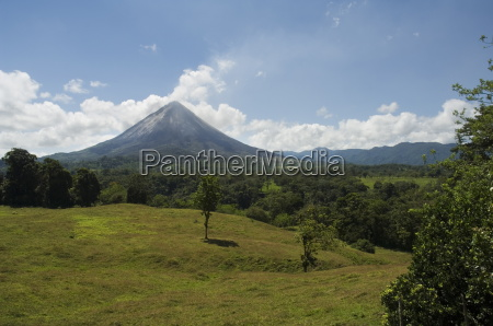 arenal volcano from the la fortuna