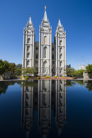 mormon salt lake temple reflecting in