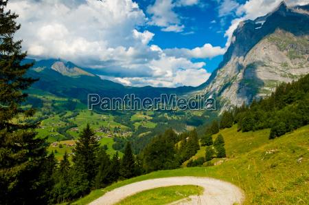 sommer in den schweizer bergen