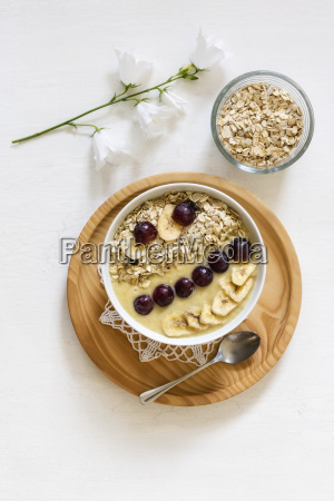 smoothie bowl with banana grapevine and