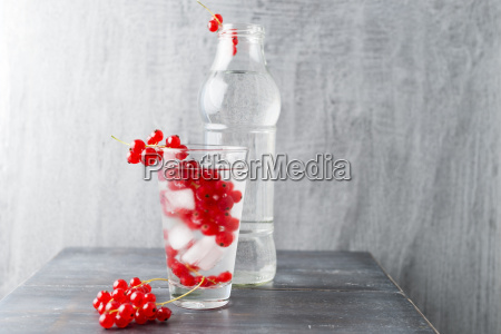 water with ice cubes red currants