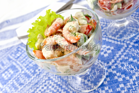 salad with shrimp and avocado in