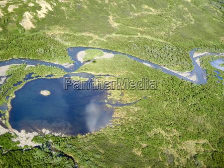 luftaufnahme eines teiches am denali nationalparkalaska