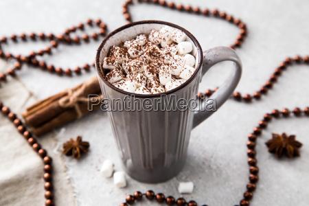 heisse schokolade oder kakao in einem