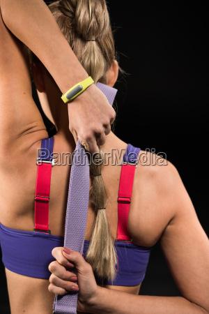 athletische frau stretching