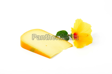 gouda cheese with hibiscus