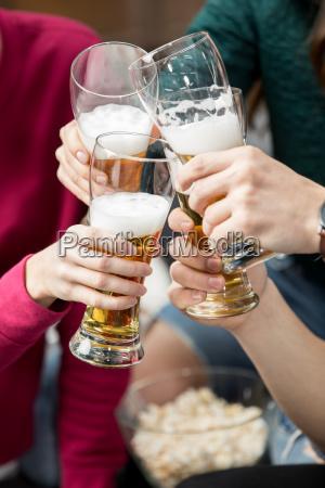 freundedie bier trinken