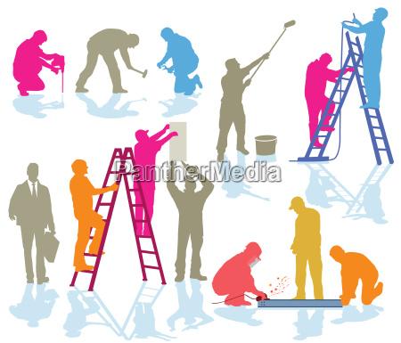 handwerker beim arbeiten auf der baustelle