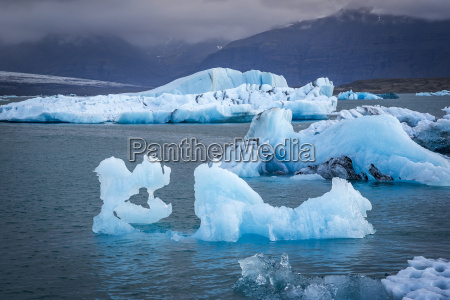 icebergs floating in the glacier lagoon
