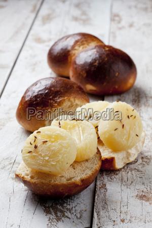rhenish delicacy halver hahn roggelchen with