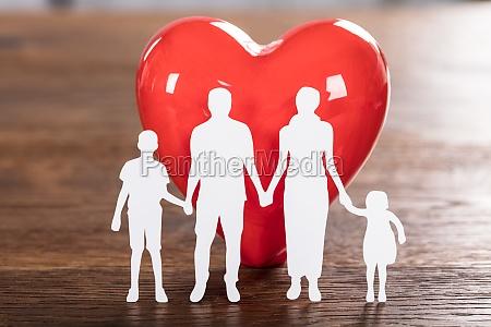 familie gesundheit konzept auf holz schreibtisch