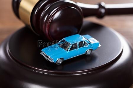 gesetz gerechtigkeit justiz behoerde richter staatsgewalt