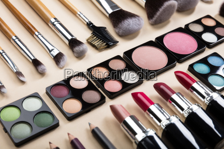 various type of makeup brushes and