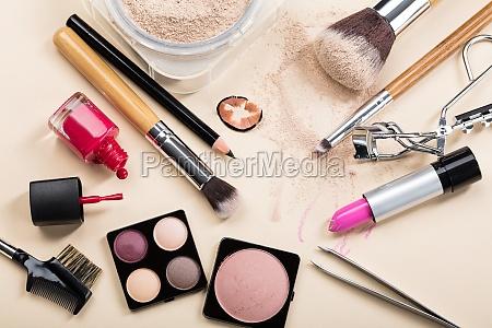 verschiedene art von make up produkte