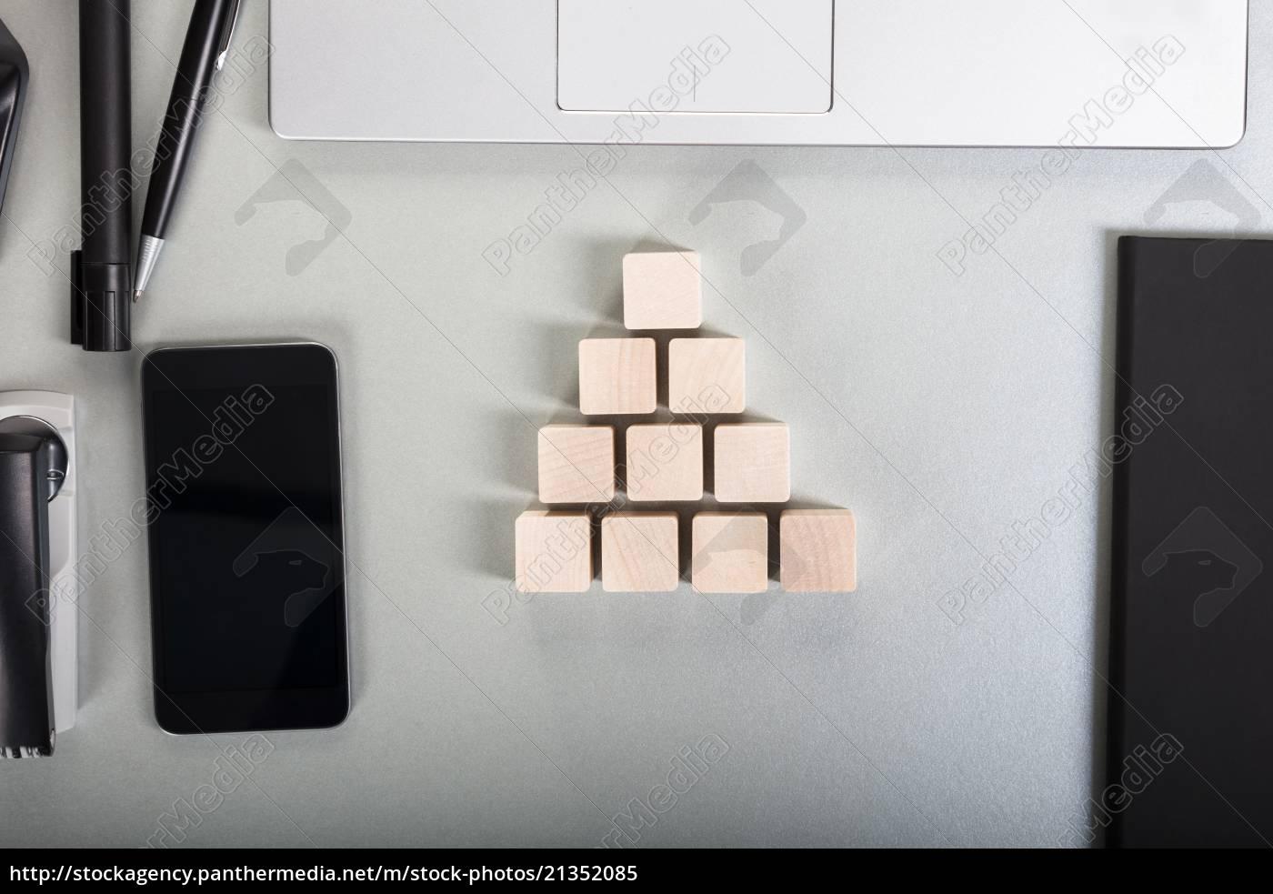 wooden, block, auf, schreibtisch - 21352085