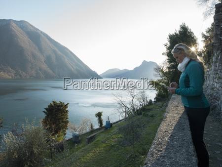 frau fahrt reisen umwelt berge tourismus